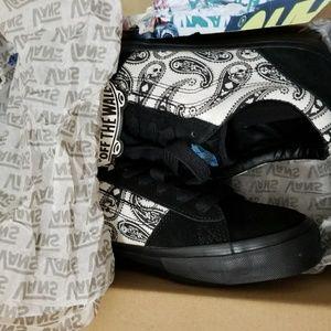 3c3a9375117ef9 Vans Shoes - 🆕 VANS LA CRIPTA DOS